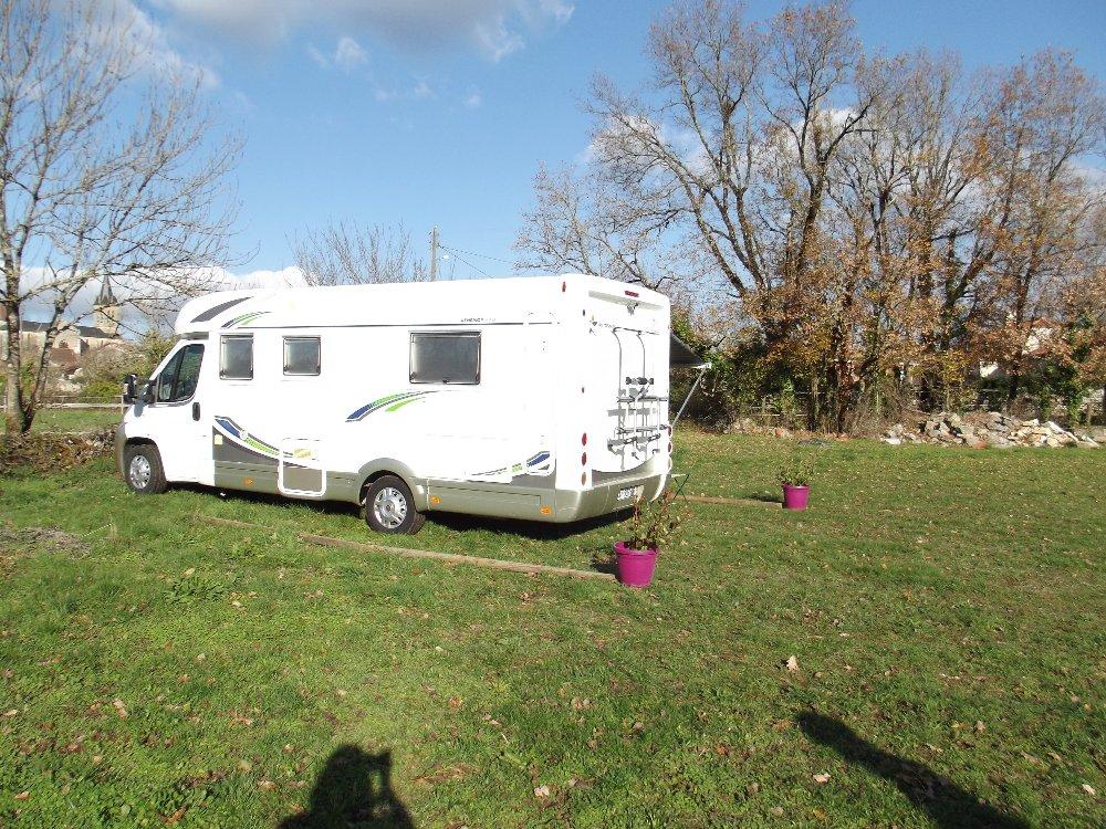 Aire camping-car à Concots (46260) - Photo 1